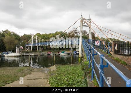 Teddington Lock Footbridge on the River Thames, Teddington, England, UK - Stock Photo