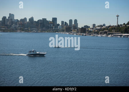 Pleasure boat on Lake Union, Seattle. Seattle skyline backdrop to scenic Lake Union viewed from Gas Works Park; - Stock Photo