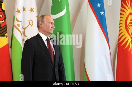 Sochi, Russia. 11th Oct, 2017. Russian President Vladimir Putin waits to welcome regional leaders at the start of - Stock Photo