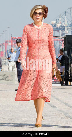 Lisbon, Portugal. 11th Oct, 2017. Queen Máxima of The Netherlands in Lisbon, on October 11, 2017, pose for the media - Stock Photo