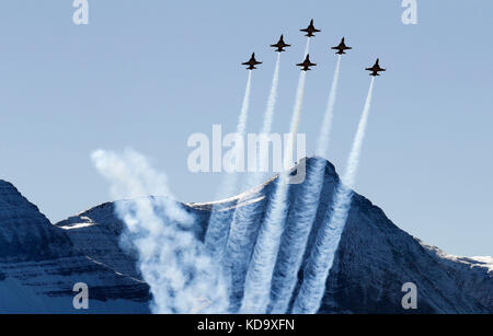 Meiringen, Swiss. 11th Oct, 2017. Swiss Tiger F-5 fighter jets of the Patrouille Suisse perform during an air show - Stock Photo