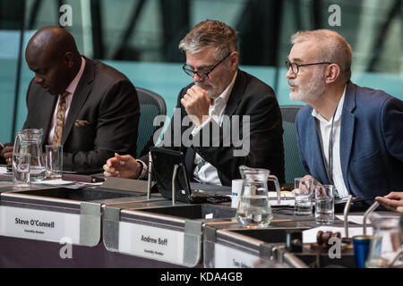 London, UK. 12th Oct, 2017. Andrew Boff, Conservative London Assembly Member, puts a question to Mayor of London - Stock Photo