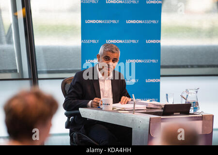 London, UK. 12th Oct, 2017. Mayor of London Sadiq Khan answers a question from Dr Onkar Sahota during Mayor's Question - Stock Photo