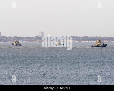 Sheerness, Kent, UK. 12th Oct, 2017. UK Weather: a sunny end to a warm autumn day. Three tugs get ready to assist - Stock Photo