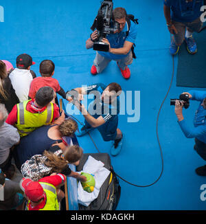 Andy Murray (GBR) signs autographs after he faced F. Lopez (ESP) in Day 6 Men's Singles play at the 2014 Australian - Stock Photo