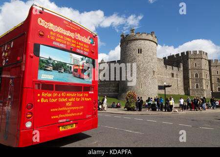 Windsor Castle and tourist sight seeing bus tour, Windsor, Berkshire England UK - Stock Photo