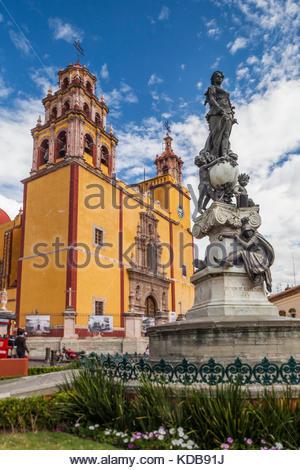The yellow church of Parroquia de Basilica Colegiata de Nuestra Senora. - Stock Photo