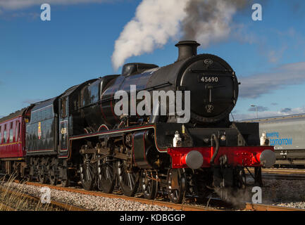 Leander 45690, in BR late 1940's lined black livery, on The Coast To Coast Express at Milford Loop, North Yorkshire, - Stock Photo