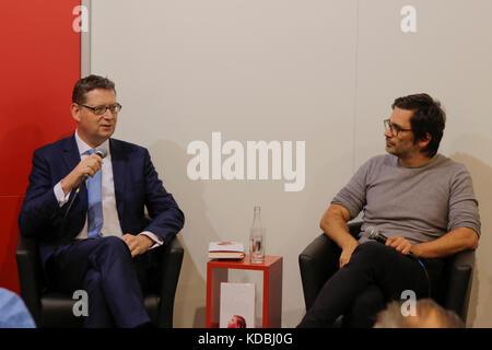 Frankfurt, Germany. 11th Oct, 2017. SPD politician Thorsten SchŠfer-GŸmbel (left) and German politician Nicol Ljubic - Stock Photo