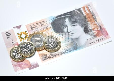 New Scottish Bank notes and new pound coins - Stock Photo