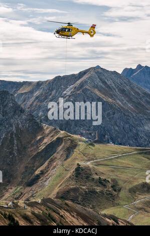 Mountain rescue by helicopter on Fellhorn ridge in Kleinwalsertal (Little Walser Valley)/Vorarlberg. - Stock Photo