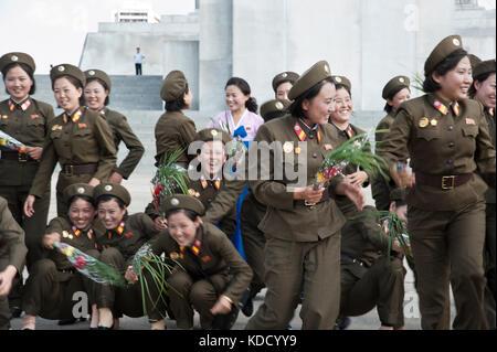 Rassemblement militaire pour une photo de groupe à la tour du Juché à Pyongyang le 9 octobre 2012. Military meeting - Stock Photo