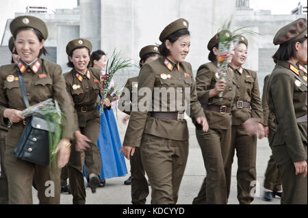 Rassemblement militaire pour une photo de groupe à la tour du Juché à Pyongyang le 9 octobre 2012. Military meeting - Stock Photo
