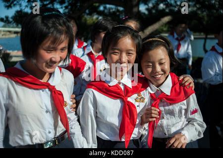 Enfants pionniers au Songdowon International Children's Camp le 11 octobre 2012. Pioneers At Songdowon International - Stock Photo