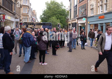 Oxford Oxfordshire UK - Visitors being taken around city centre by walking tour guide - Stock Photo