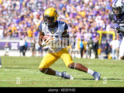 October 07, 2017: .West Virginia Mountaineers wide receiver Gary Jennings (12) catches a pass during an NCAA Football - Stock Photo