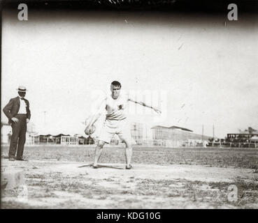 John Flannigan of the Greater New York Irish Athletic Association throwing a discus at the 1904 Olympics - Stock Photo