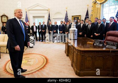 U.S. President Donald Trump hosts the 2016 Stanley Cup Champion Pittsburgh Penguins in the Oval Office of the White - Stock Photo