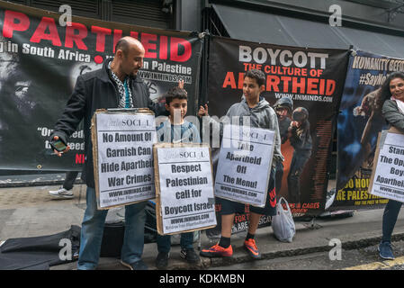 London, UK. 14th September 2017. Human rights group Inminds protesters with posters  outside Jason Atherton's Little - Stock Photo