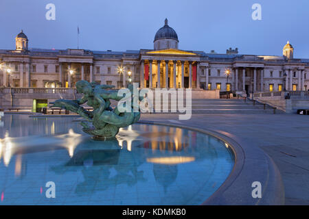 LONDON, GREAT BRITAIN - SEPTEMBER 18, 2017: The fountain of Trafalgar square at dusk. - Stock Photo