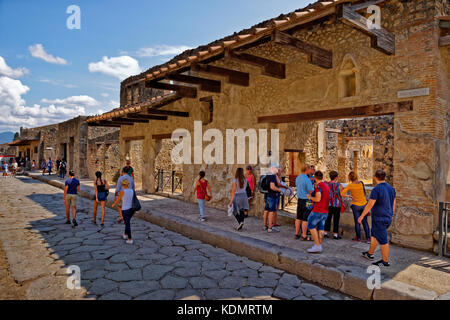 Street and cafe/shop in the ruined Roman city of Pompeii at Pompei Scavi, near Naples, Southern Italy. - Stock Photo