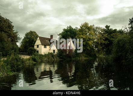 willy's lott's famous old white cottage house in flatford suffolk - Stock Photo