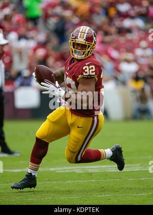 Landover, MD, USA. 15th Oct, 2017. Washington Redskins RB #32 Samaje Perine runs with the ball during a NFL football - Stock Photo