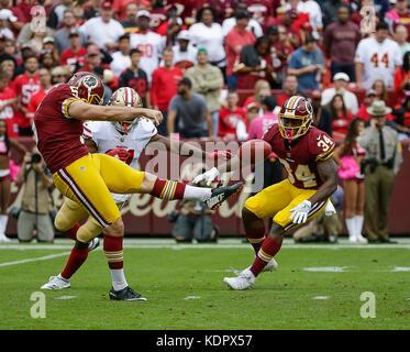 Landover, MD, USA. 15th Oct, 2017. Washington Redskins P #5 Tress Way punts the ball away during a NFL football - Stock Photo