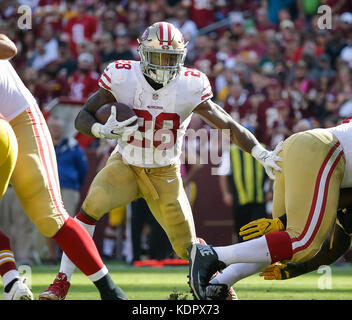 Landover, MD, USA. 15th Oct, 2017. San Francisco 49ers RB #28 Carlos Hyde runs with the ball during a NFL football - Stock Photo