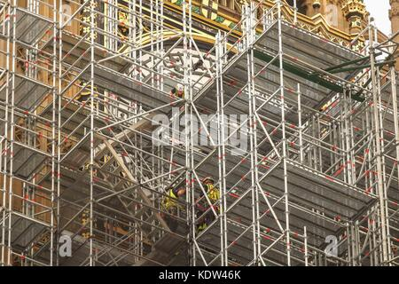 London, UK. 16th Oct, 2017. The clock face of Big Ben is covered by scaffolding  on the 16th October 2017 for the - Stock Photo