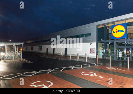 Belfast, UK. 16th Oct, 2017. UK Weather. As Storm Ophelia reaches Belfast, Northern Ireland, Trees were felled by - Stock Photo