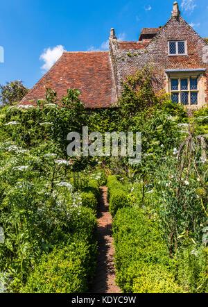 Cottage and garden at Sissinghurst Gardens, Kent, UK - Stock Photo