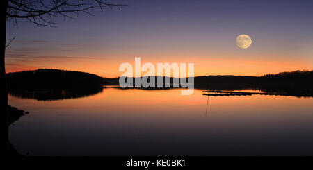 sunset at möhne reservoir near delecke, möhnesee, kreis soest, nrw, germany / sonnenuntergang über der möhnetalsperre - Stock Photo