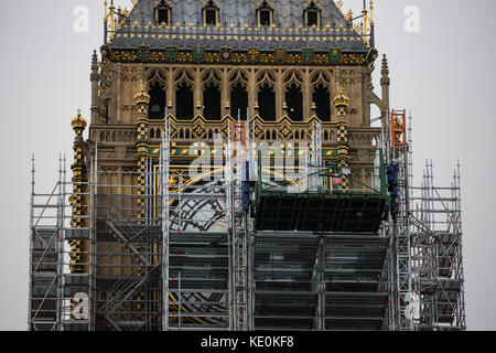 London, UK. 17th Oct, 2017. Scaffolding erected around Big Ben's clock tower for renovation work has now almost - Stock Photo