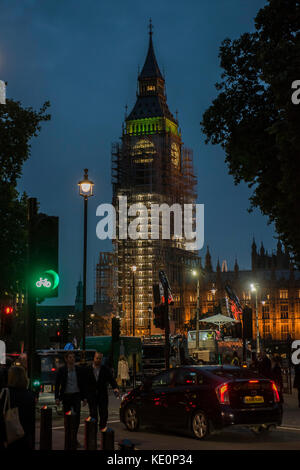 London, UK. 17th Oct, 2017. Big Ben shines through the scaffolding that now shrouds it. London 17 Oct 2017. Credit: - Stock Photo