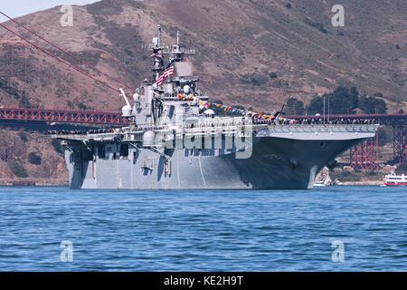 United States Navy Wasp-class amphibious assault ship USS Essex (LHD-2) passes through the Golden Gate. - Stock Photo