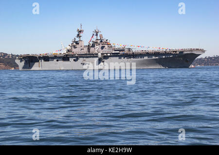 United States Navy Wasp-class amphibious assault ship USS Essex (LHD-2) on San Francisco Bay. - Stock Photo