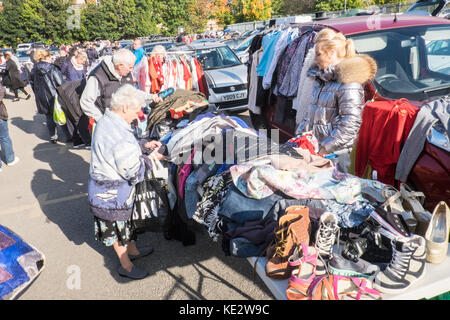 Bargain,hunters,looking,for,cheap,reduced,clothing,weekly,Sunday,car,boot,sale,sales,Car Bootle,Bootle,Liverpool,Merseyside,England,UK,U.K.,Europe, - Stock Photo