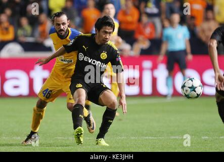 Nicosia, Cyprus. 17th Oct, 2017. Bortussia Dortmund's Shinji Kagawa (R) vies for the ball during the 2017-2018 Champions - Stock Photo