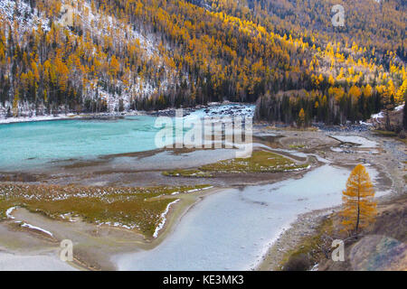 Xinjiang, China. 18th Oct, 2017.(EDITORIAL USE ONLY. CHINA OUT) Autumn scenery of Kanas Lake, northwest China's - Stock Photo