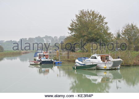 Arundel, West Sussex, England, UK. Wednesday 18th October 2017. The River Arun this afternoon in Arundel. It's cloudy - Stock Photo