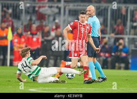 Munich, Germany. 18th Oct, 2017. FC Bayern Munich Soccer, Munich, October 18, 2017 Robert LEWANDOWSKI, FCB 9 compete - Stock Photo