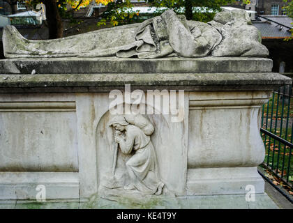 author John Bunyan tomb, Bunyan's effigy on his grave - Stock Photo
