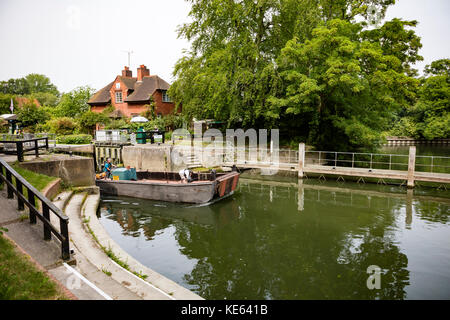 The River Thames at Sonning lock and bridge, along the Thames Path, near Reading, Berkshire, UK - Stock Photo