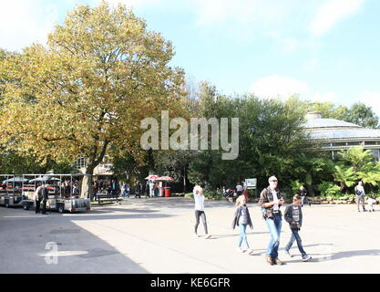 People visiting Rotterdam Blijdorp  zoo, The Netherlands. Old entrance, looking towards Rivièrahal. - Stock Photo