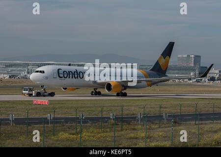 Reisen, Deutschland, Hessen, Frankfurt am Main, Flughafen, October 18. Eine Condor Thomas Cook Maschine des Typs - Stock Photo