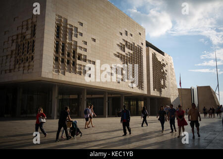 Valletta, Malta. 19th October, 2017. People pass Parliament House (designed by architect Renzo Piano) which houses - Stock Photo