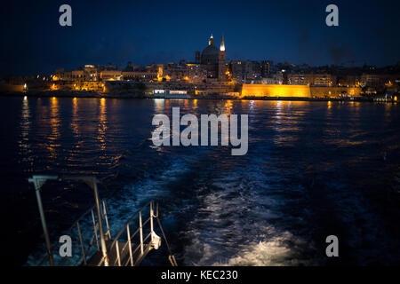 Valletta, Malta. 19th October, 2017. The cityscape of Valletta seen from the ferry boat to Sliema, at the end of - Stock Photo