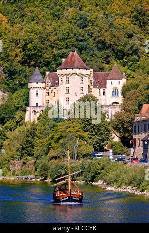 The chateau de la Maratrie at la Roque-Gageac  and the Dordogne River - Stock Photo