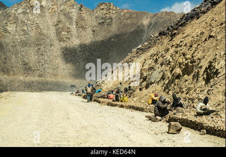 Immigrant workers on the highest navigable road at Khardungla Top, Ladakh, India at 18380 feet above sea level - Stock Photo